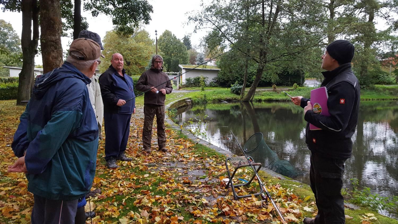 """""""Hegefischen"""" am großen gemauerten Teich"""